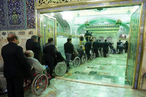 مردانی ایستاده بر سر آرمان و نشسته در پای سلطان