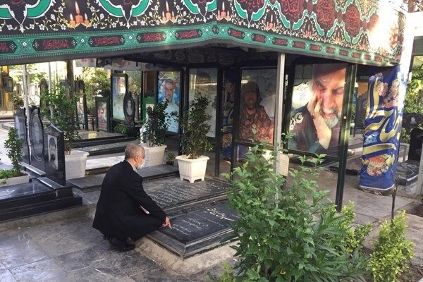 آغاز اولین روز کاری رئیس بنیاد شهید با حضور در گلزار شهدا